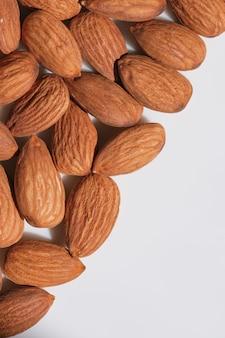 Getrocknete mandeln schließen makrofotografie essen vegetarischen hintergrund