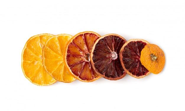 Getrocknete orangenscheiben isoliert