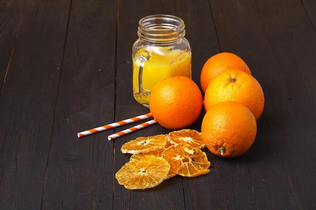 Getrocknete orangenscheiben. natürliches vegetarisches bio-essen. gesunder snack.