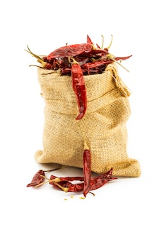 Getrocknete paprikas in einem ramiesack