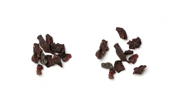 Getrocknete rote-bete-stücke isoliert