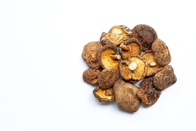 Getrocknete shiitake-pilze.