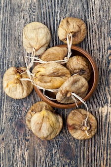 Getrocknete trockenfrüchte von süßen reifen feigen