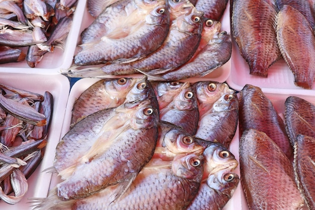 Getrockneter fisch am markt