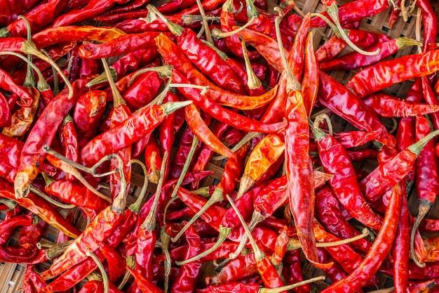 Getrockneter glühender chili-pfeffer-nahaufnahmehintergrund
