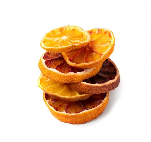 Getrockneter orangenscheibenstapel isoliert
