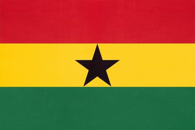 Gewebeflagge der republik ghana nationale, textilhintergrund. symbol des afrikanischen weltlandes.