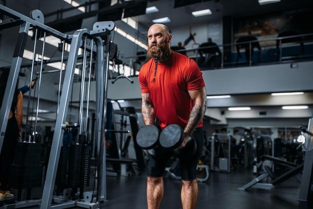 Gewichtheber machen übung mit hanteln im fitnessstudio