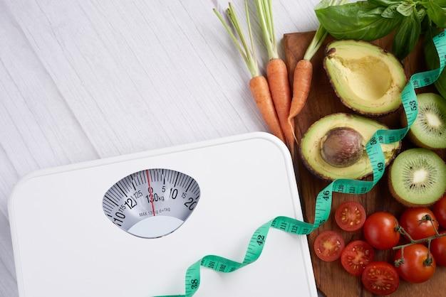 Gewichtsverlustskala mit zentimeter. draufsicht.