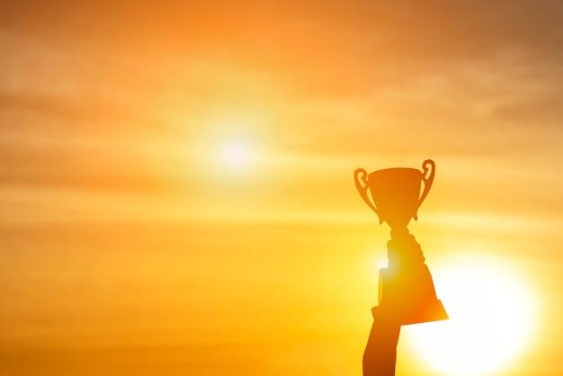 Gewinner gewinnen trophäenpreis champion konzept. das beste sportteam gewinnt den preis für einen meisterschaftswettbewerb