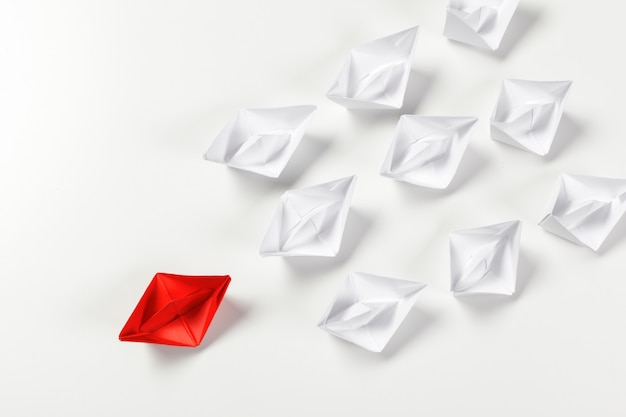 Gewinner rotes papierschiff