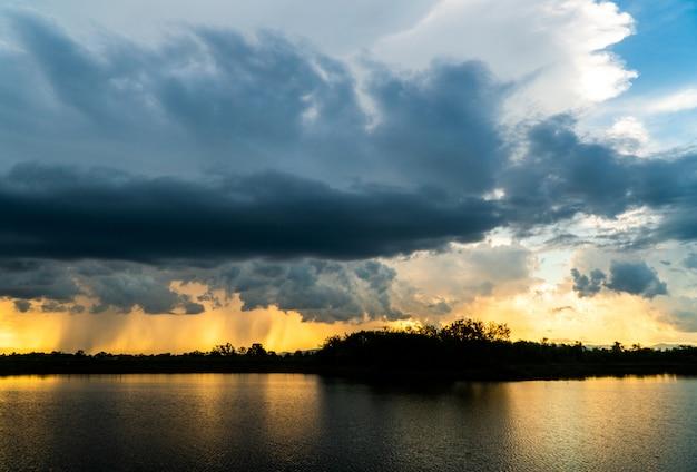 Gewitterhimmel regenwolken