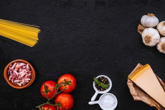 Gewürze und zutaten für pasta