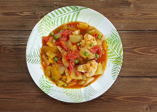 Ghiveci - gemüseeintopf oder gekochter gemüsesalat.
