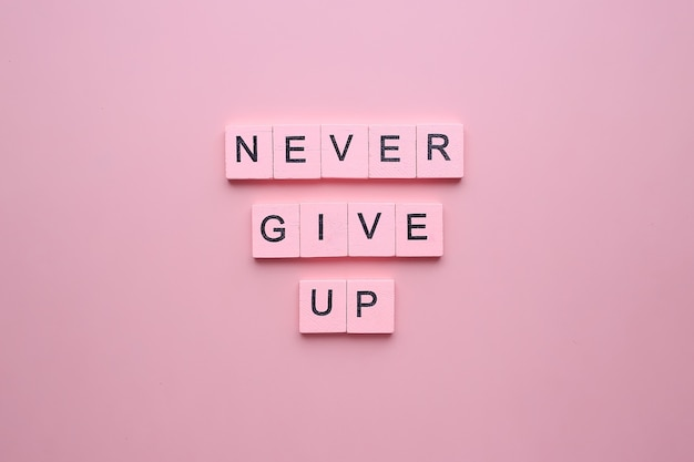 Gib niemals auf. motivationsplakat