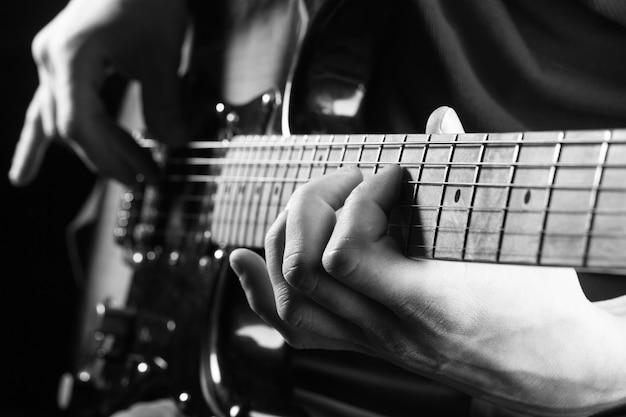 Gitarre, streicher, gitarrist, musiker rock. musikinstrument. elektrische gitarre Premium Fotos