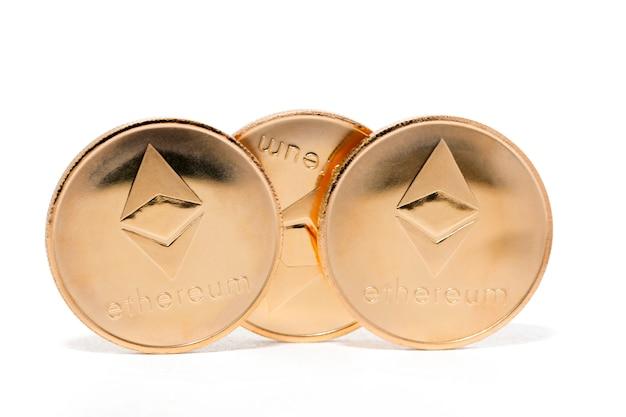 Glänzende goldene ethereum-münzen