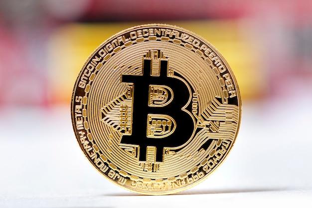 Glänzendes goldenes bitcoin