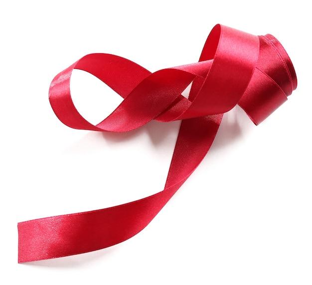 Glänzendes rotes band isoliert auf weiß