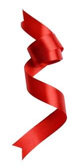 Glänzendes rotes satinband isoliert auf weiß