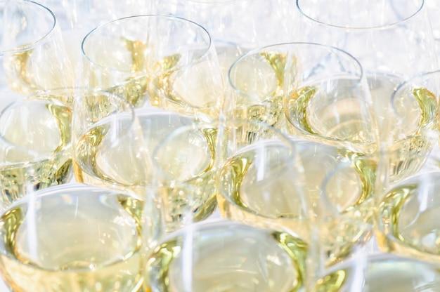 Gläser mit cognac oder brandy