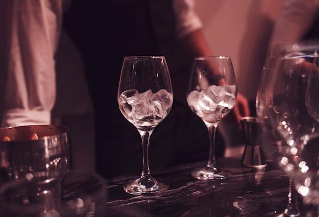 Gläser mit eis