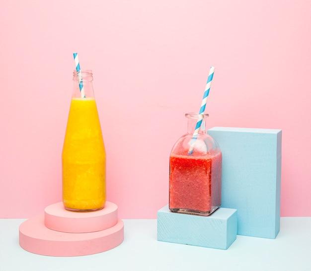 Gläser mit gesundem smoothie