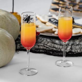 Gläser mit halloween-saft