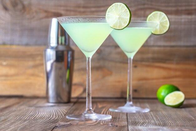 Gläser mit klassischen daiquiri-cocktails