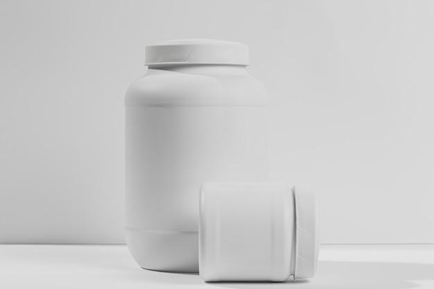 Gläser mit nahrungsergänzungsmitteln