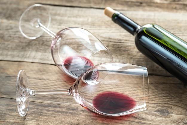 Gläser mit rotwein