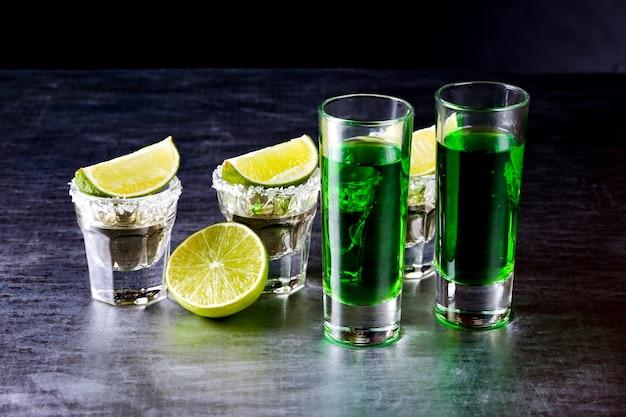 Gläser tequila an der bar