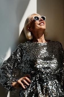 Glamouröse ältere frau