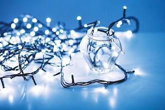 Glänzende Lichter im Glas