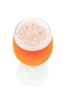 Glas bier lokalisiert auf einem weißen hintergrund