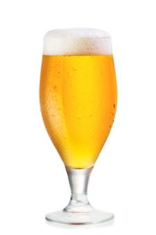 Glas bier lokalisiert auf weißem hintergrund