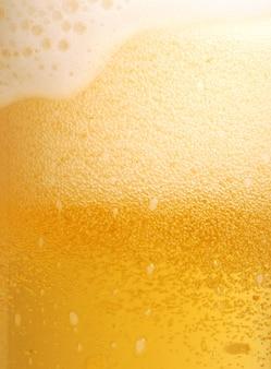 Glas der biernahaufnahme mit schaum