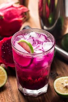 Glas drachenfrucht-smoothie