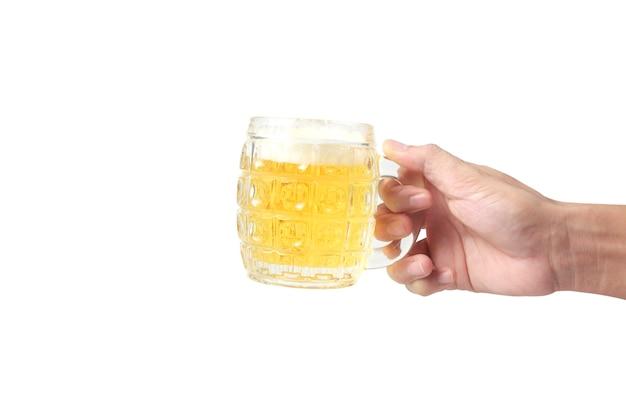 Glas eines bieres in der hand isoliert