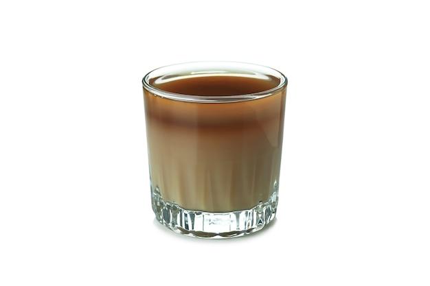 Glas eiskaffee isoliert auf weißem hintergrund