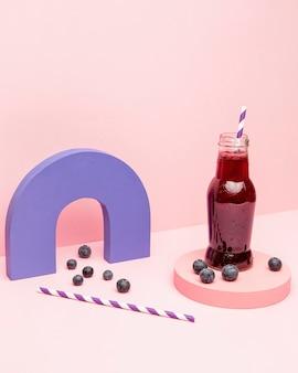 Glas frische smoothie-trauben