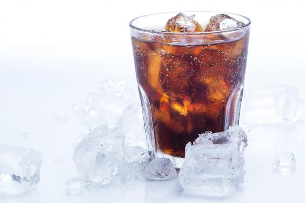 Glas frischer cola