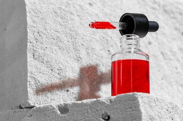 Glas glas hautpflege serum auf betonblock nahaufnahme