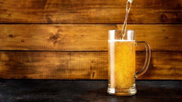 Glas goldenes bier
