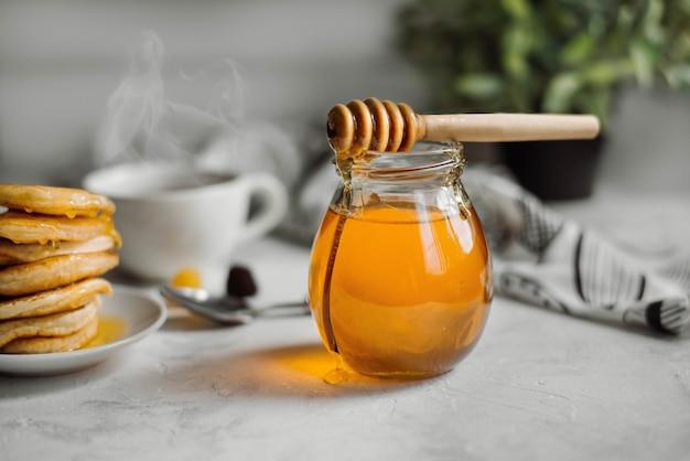 Glas honig nahaufnahme