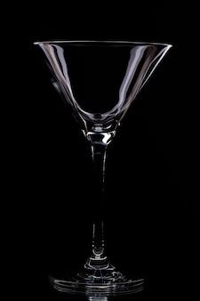 Glas in einem schwarzen hintergrund
