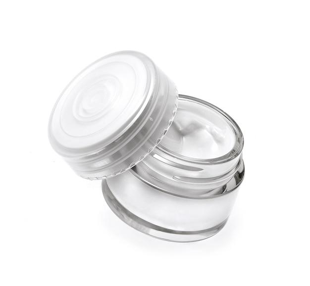 Glas kosmetische creme isoliert auf weiss on