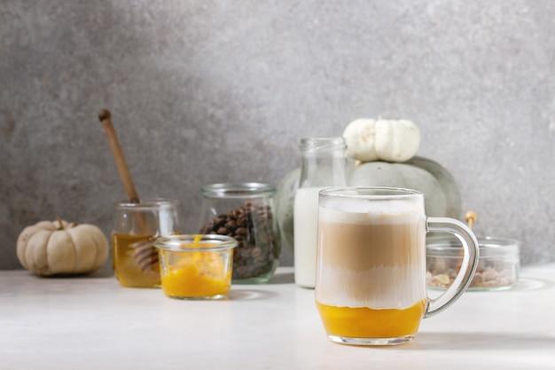 Glas kürbisgewürz latte