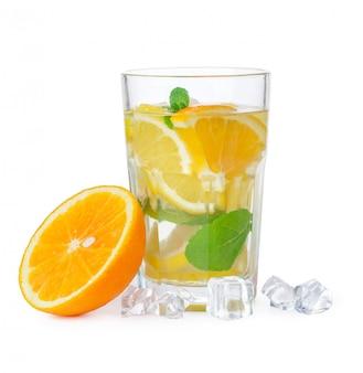 Glas limonade isoliert