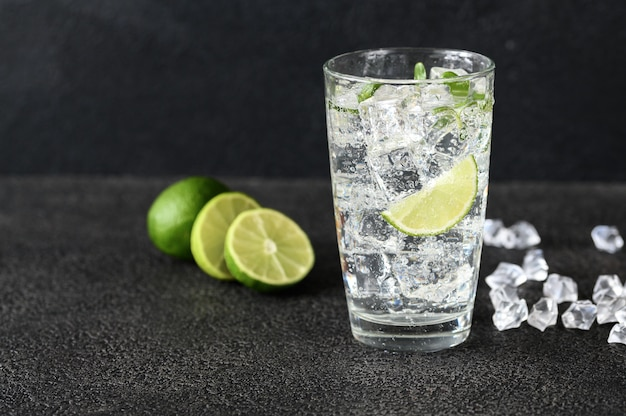 Glas mineralwasser